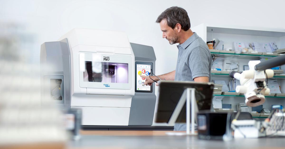 Los técnicos dentales de 2018 y más aún los del futuro reclaman máquinas que funcionen a ser posible de forma autónoma y que precisen un uso y mantenimiento mínimos.