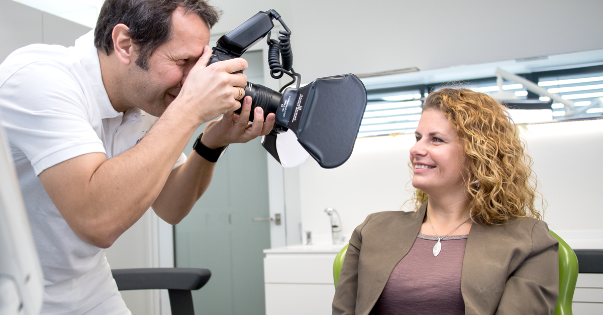 Unas buenas fotografías dentales son un instrumento muy importante para informarse sobre casos de paciente, procedimientos concretos y requisitos.