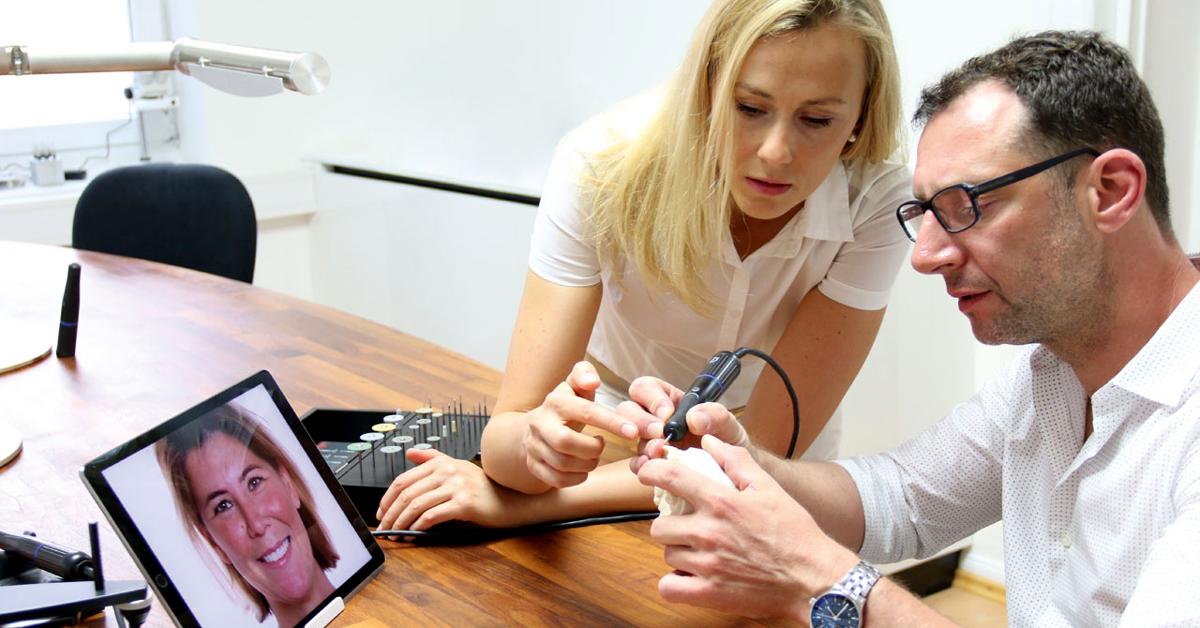 Asumimos más la función de asesor ayudando al odontólogo a elegir la técnica y el material e incluso en caso de que se presenten problemas funcionales.