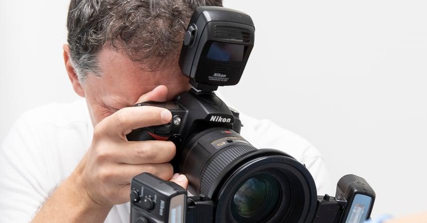 Aproveche la oportunidad y descárguese nuestras listas de comprobación sobre fotografía dental. Aprenda a elegir el mejor equipo fotográfico para su laboratorio dental. Lea a continuación qué necesita para realizar fotografías profesionales convincentes y comunicativas.