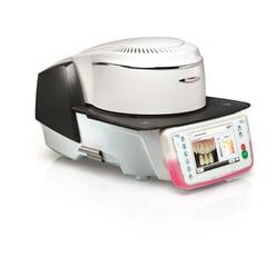 Il forno per ceramica Programat P710 consente, tra le altre cose, la definizione digitale del colore dentale.