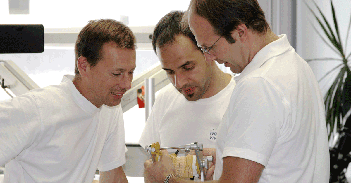 Team Besprechung: Erkenntnisaustausch wird gegenseitig sehr geschätzt. Im Bild: Gritsch/Wörishofer/ Zobler.