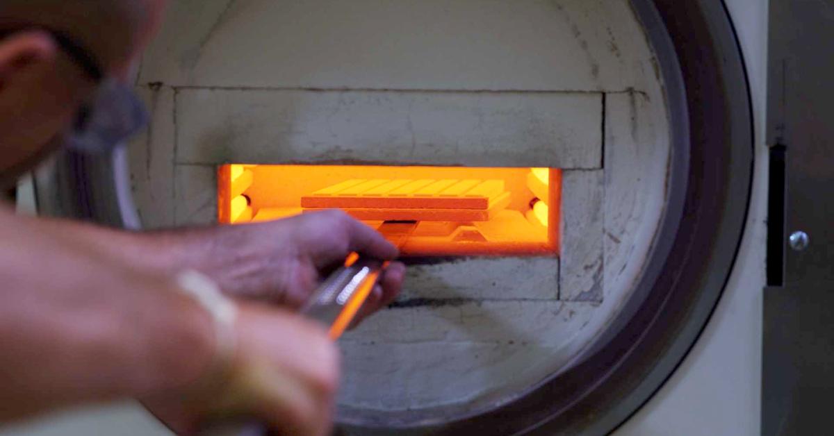 Vidéo : Voici comment sont fabriqués les blocs de vitrocéramique usinables par technologie CAD/CAM