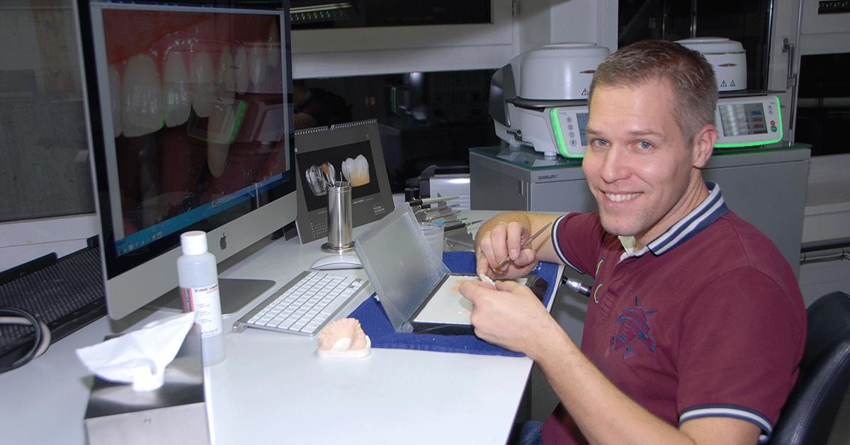 Der Schweizer Zahntechniker Thomas Furter setzt ganz auf digitale Verfahren.