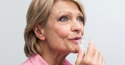 Eine mild schmeckende Mundspüllösung erhöht die Anwendungsbereitschaft.