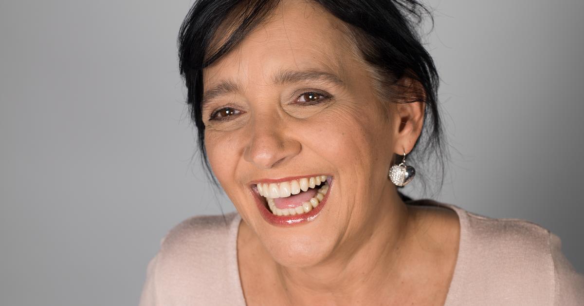 Spezielle Mundpflege-Gele eignen sich nicht nur für echte Zähne. Mit ihnen sind auch Prothesenträger gut beraten.