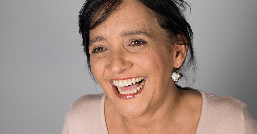 Special oral care gels are designed not only for natural teeth. Denture wearers can also benefit from using them.