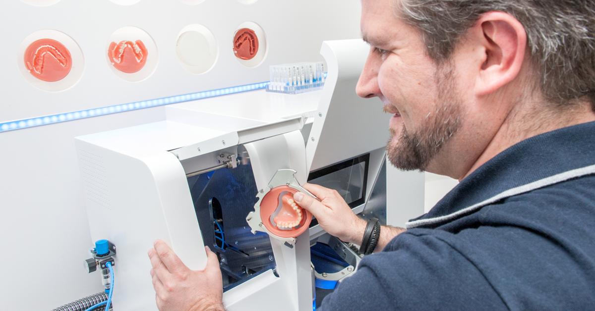 Digital Denture: procédé numérique pour la fabrication de prothèses adjointes